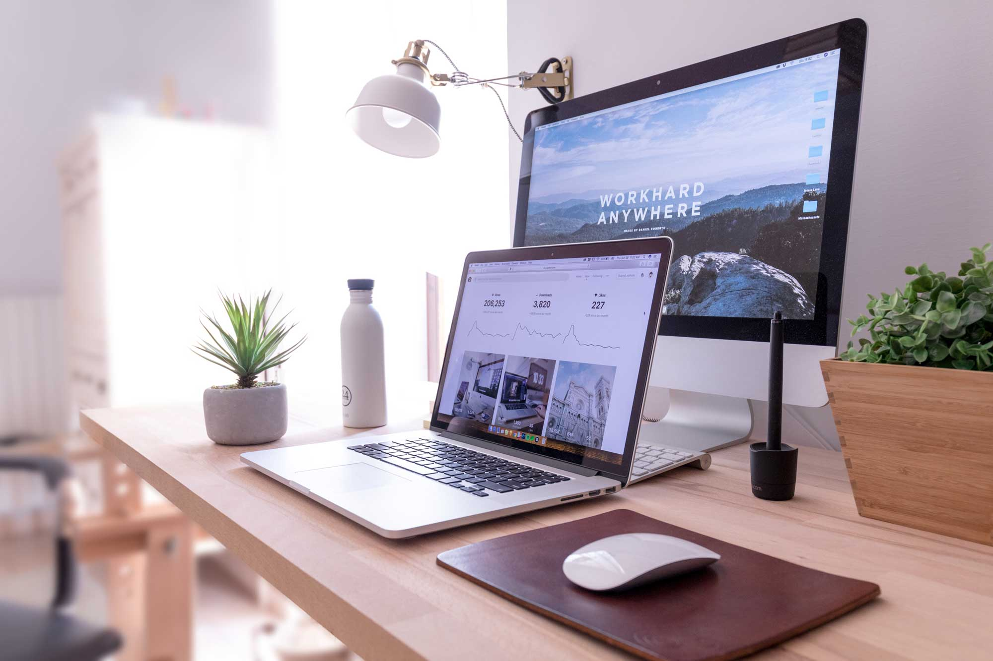 How to Reduce Clutter on Your Home Office Desk