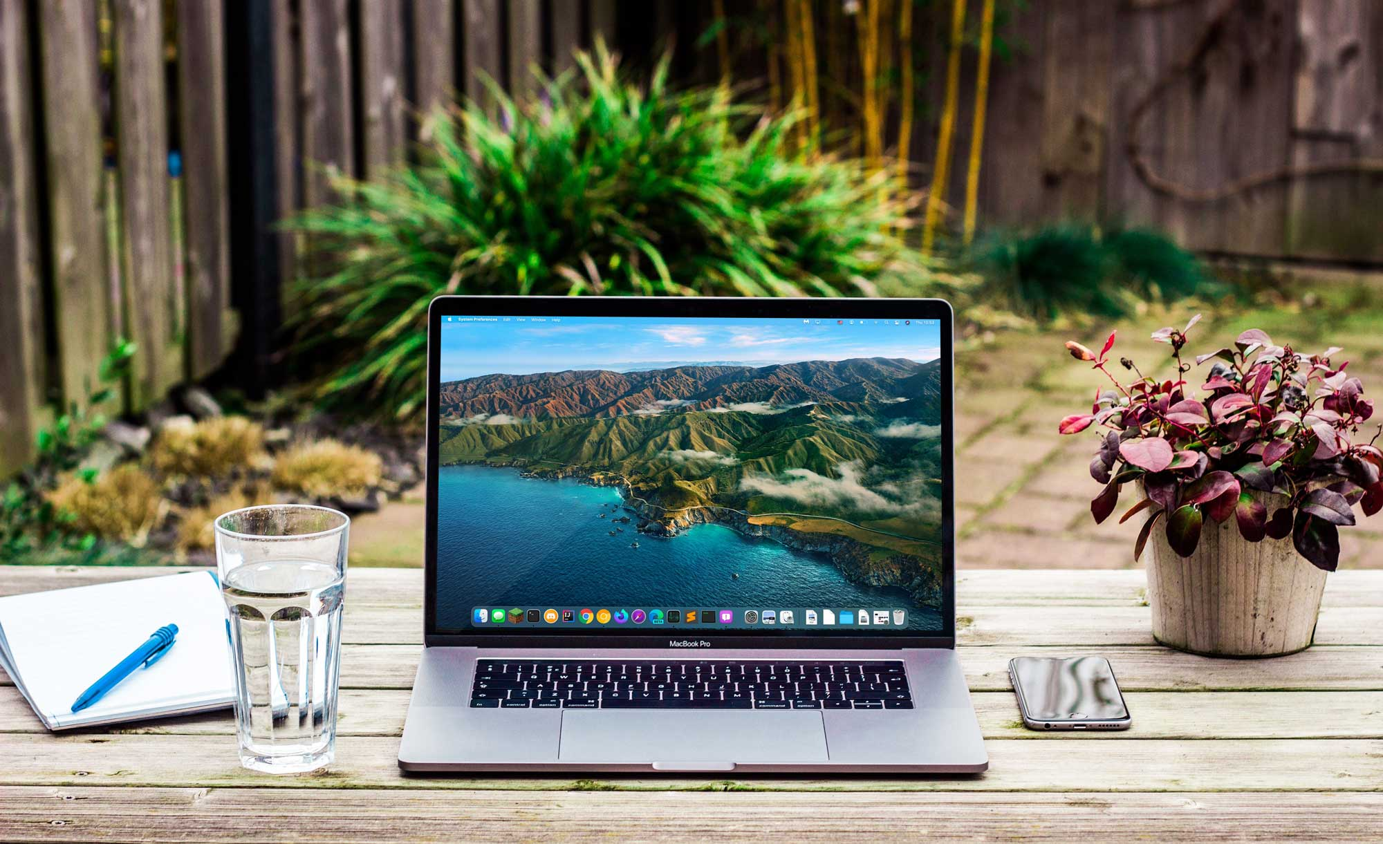 10 Must Have Items That You Will Find In A Productive Backyard Office